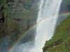 wasserfall-mit-regenbogen
